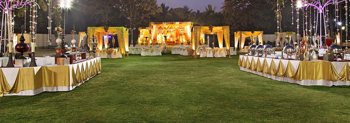 EPIC GUIDE TO LUXURIOUS LAWN WEDDING